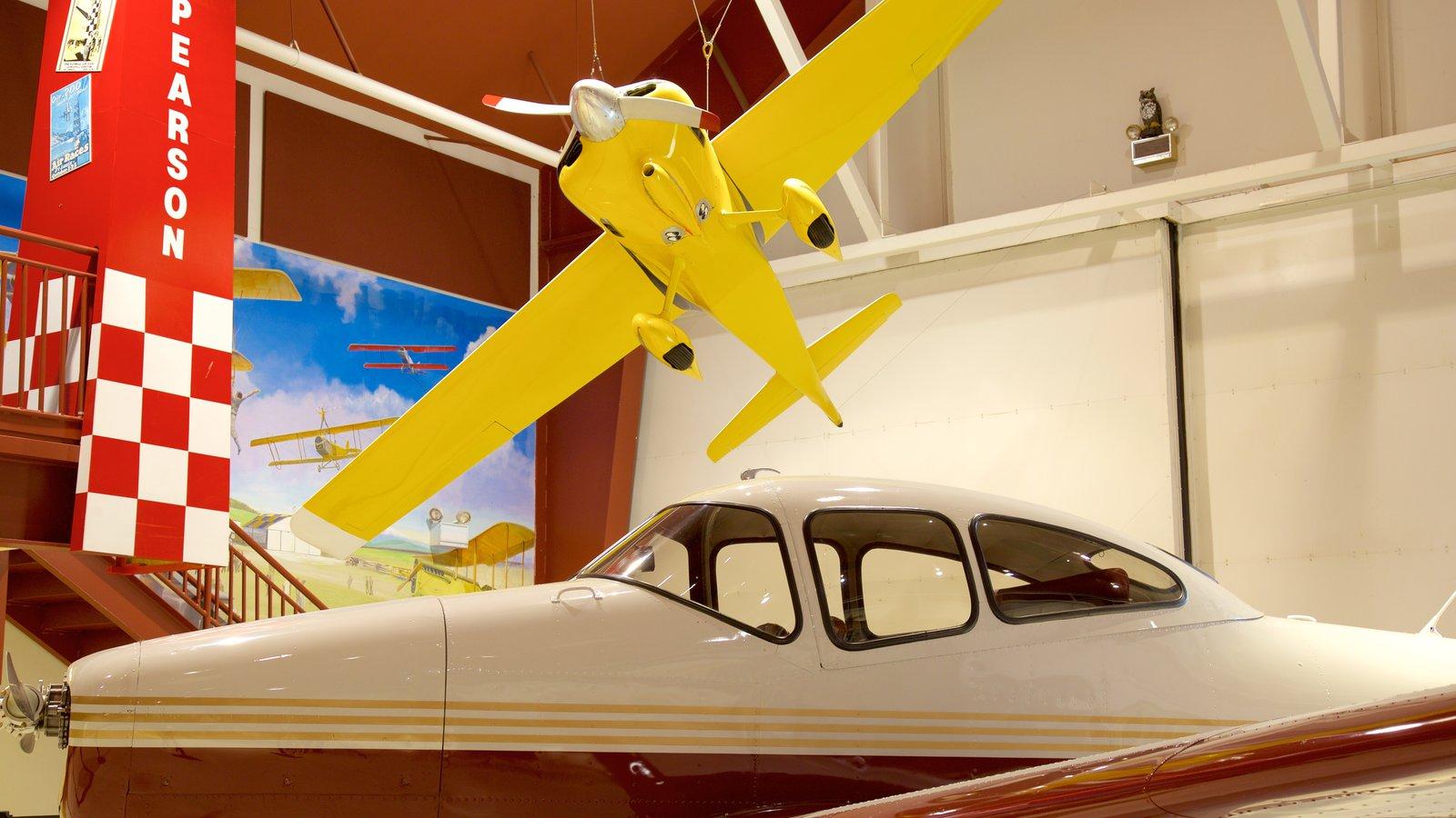 Museu de Aviação de Pearson mostrando vistas internas