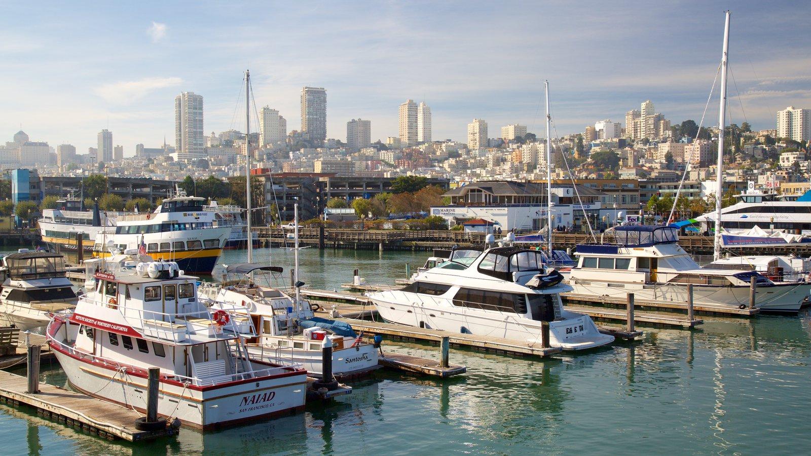 Fisherman\'s Wharf caracterizando uma marina e uma cidade