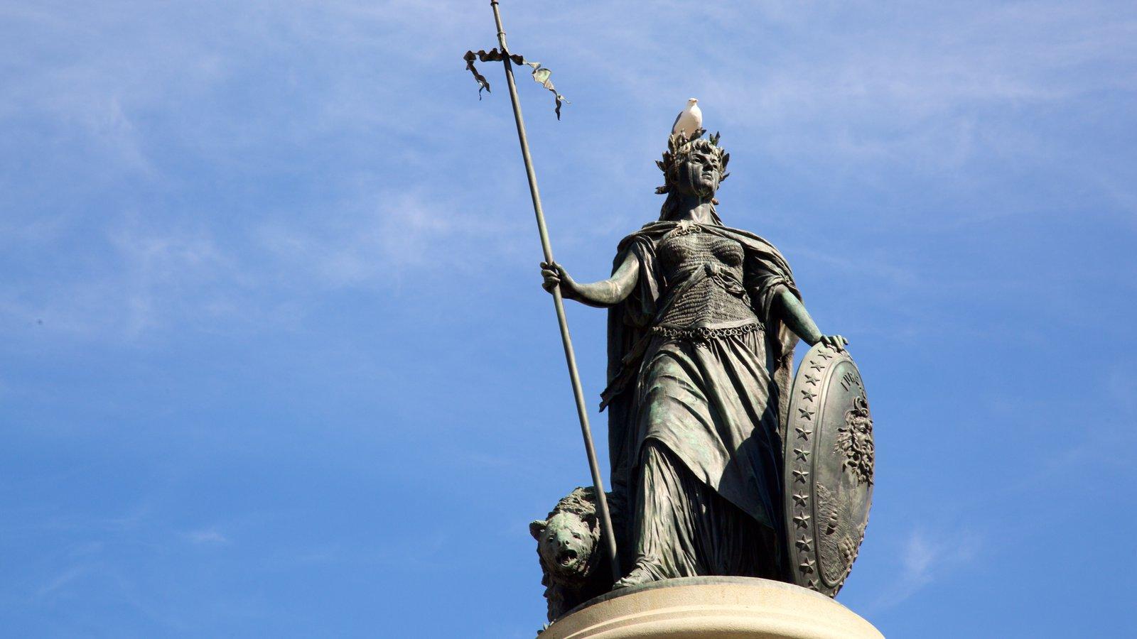 Civic Center mostrando uma estátua ou escultura