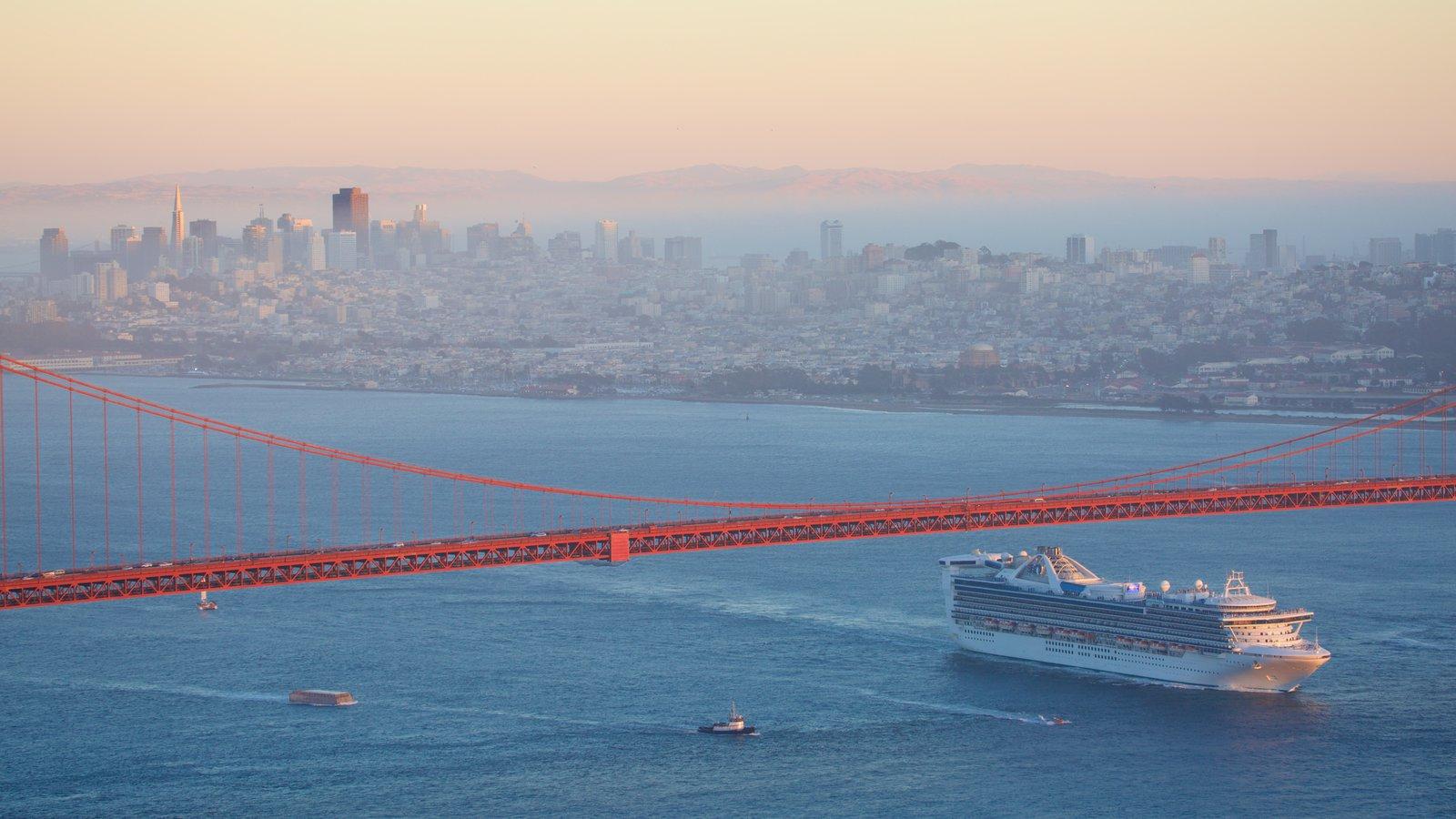 Norte da Califórnia que inclui uma cidade, uma baía ou porto e cruzeiro
