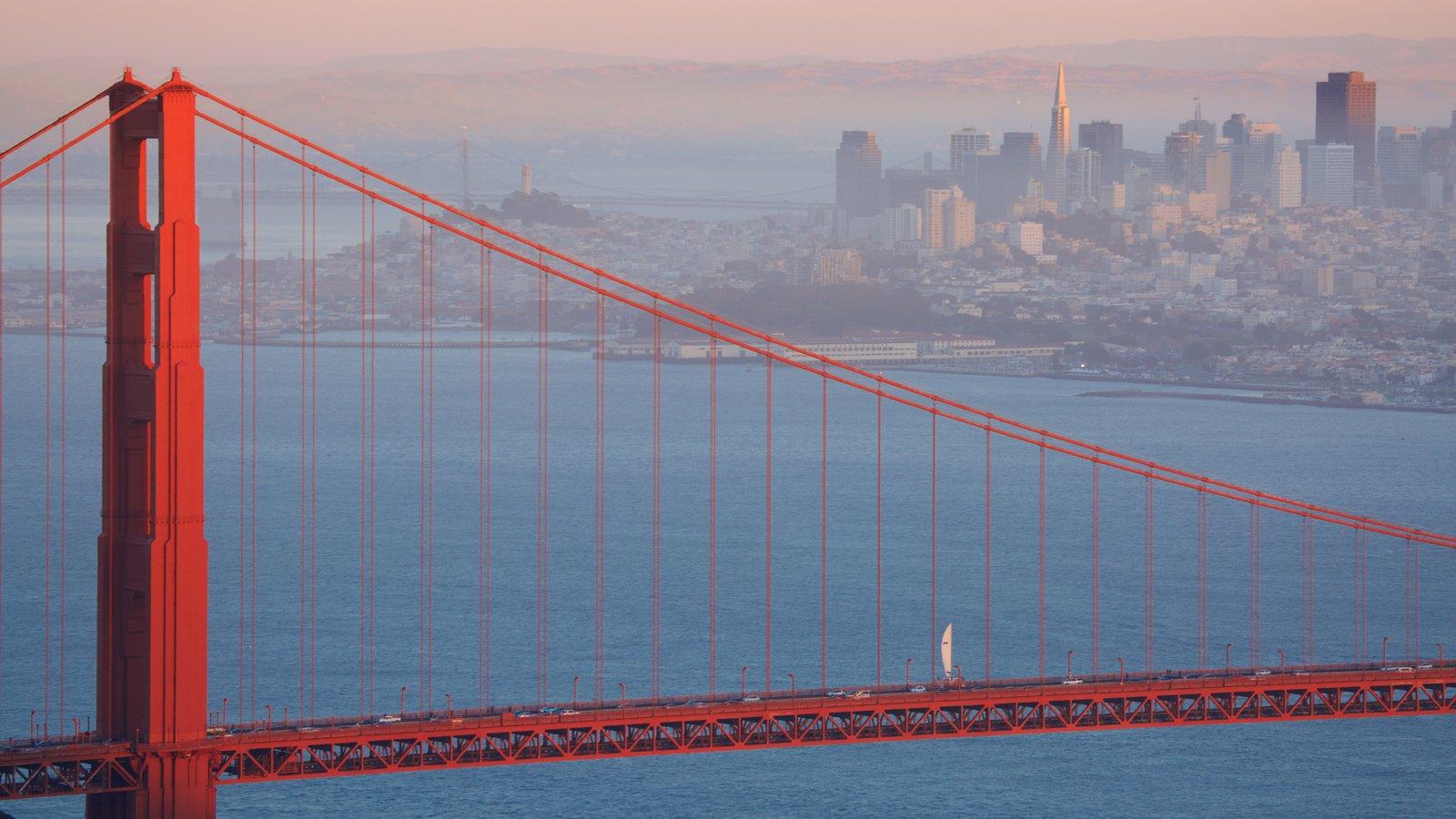Norte da Califórnia mostrando uma cidade, uma baía ou porto e uma ponte
