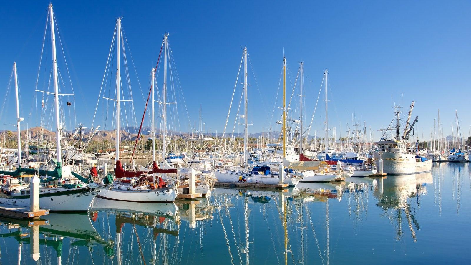 Ventura Harbor que inclui vela, uma baía ou porto e um rio ou córrego
