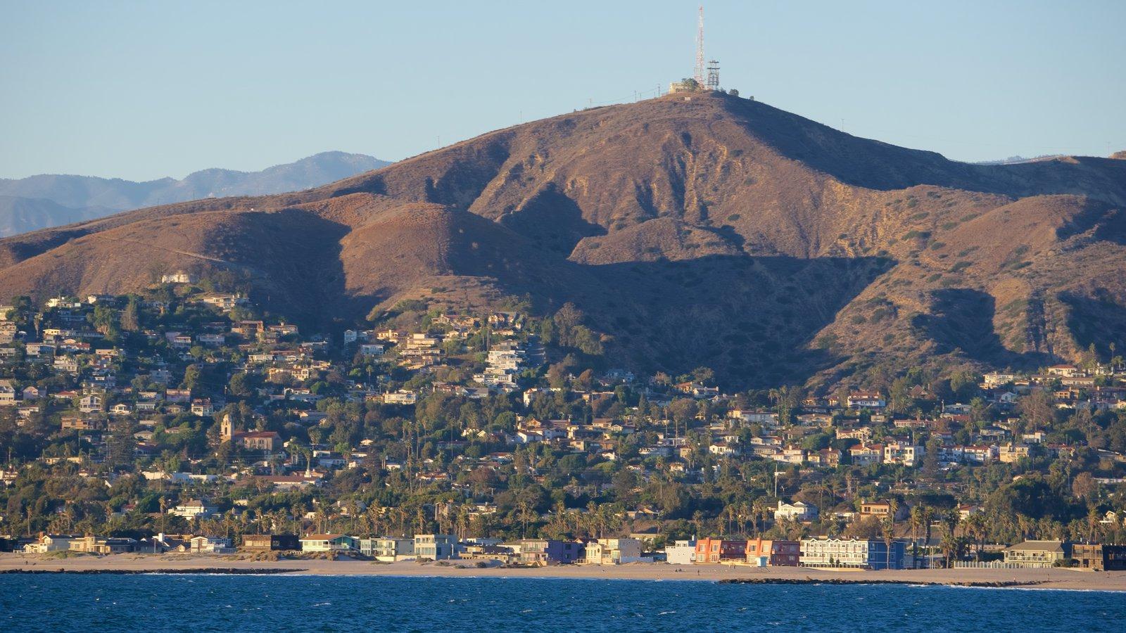 Califórnia Central que inclui uma cidade litorânea, paisagens litorâneas e paisagem