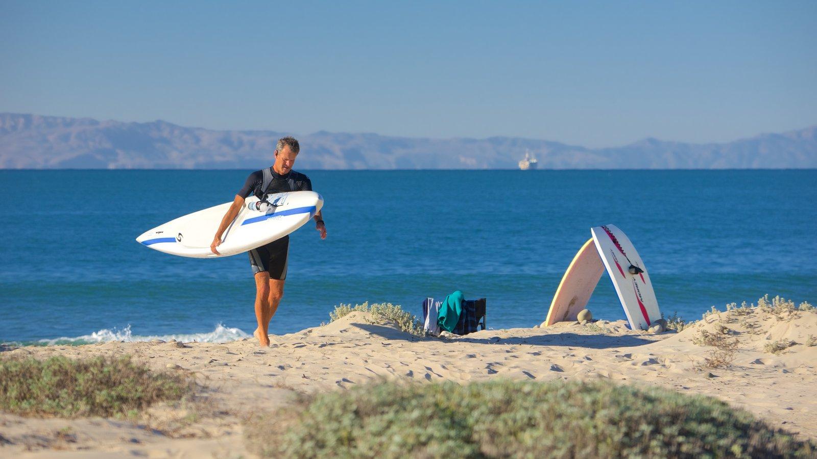 Ventura mostrando surfe e paisagens litorâneas assim como um homem sozinho
