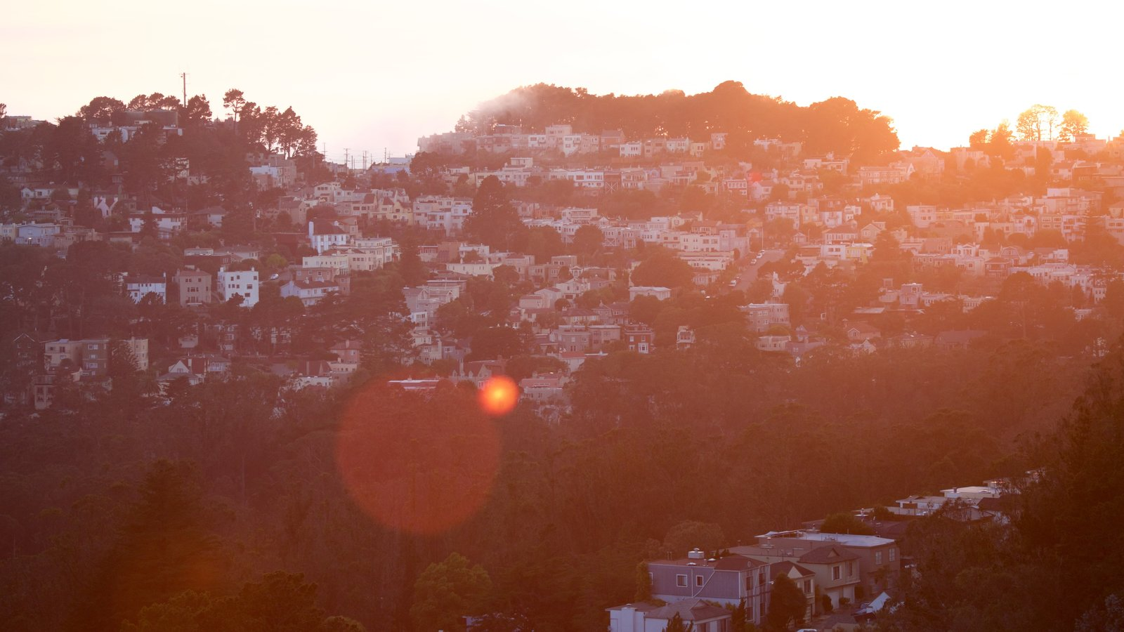 Twin Peaks mostrando uma cidade e um pôr do sol
