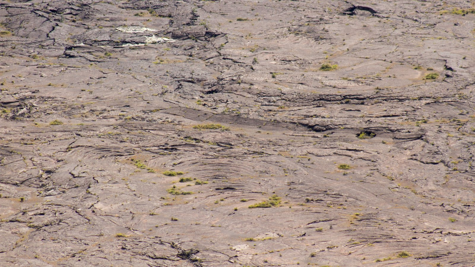 Hawaii Volcanoes National Park caracterizando paisagens do deserto