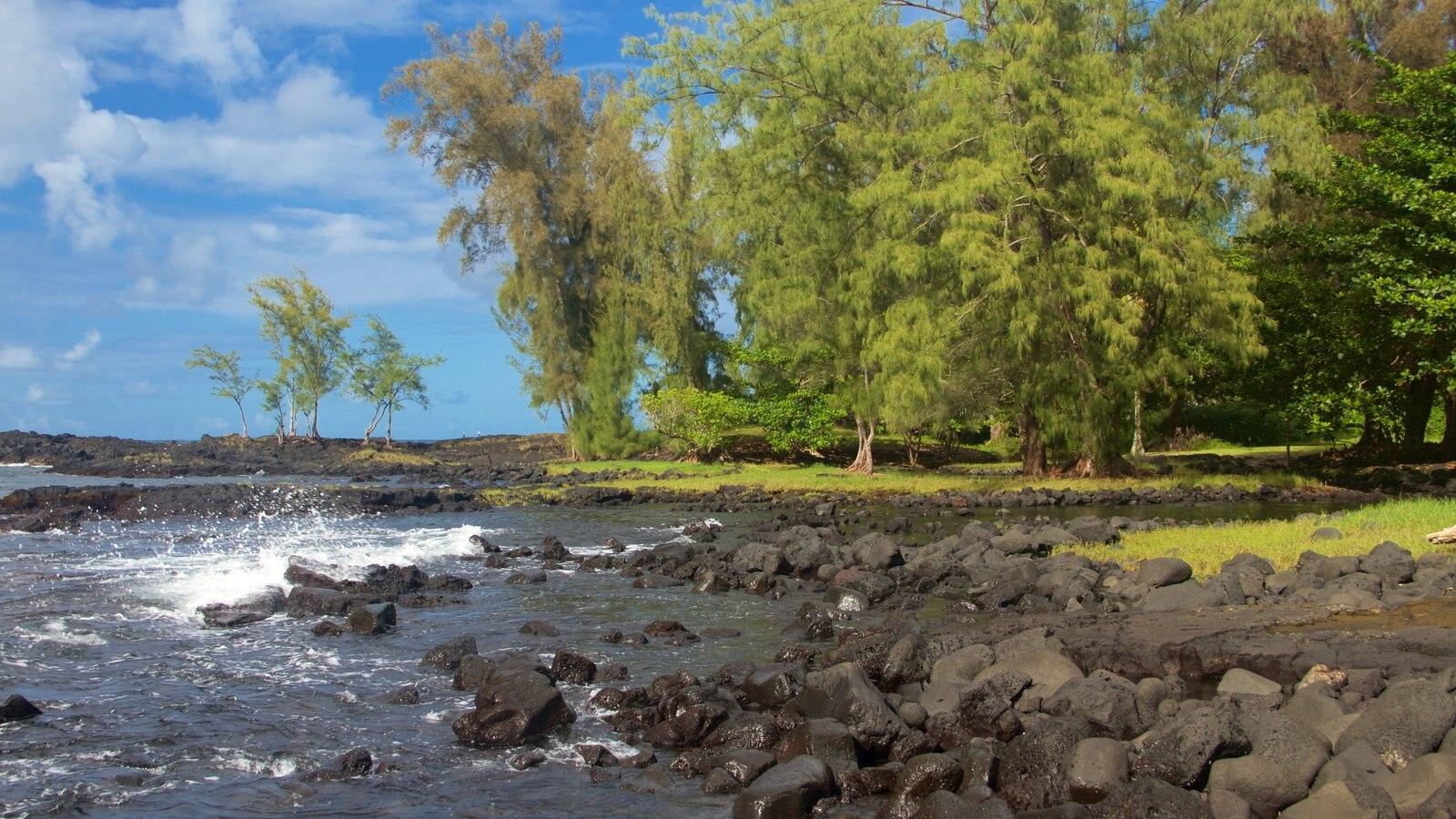 Keaukaha Beach Park caracterizando litoral acidentado