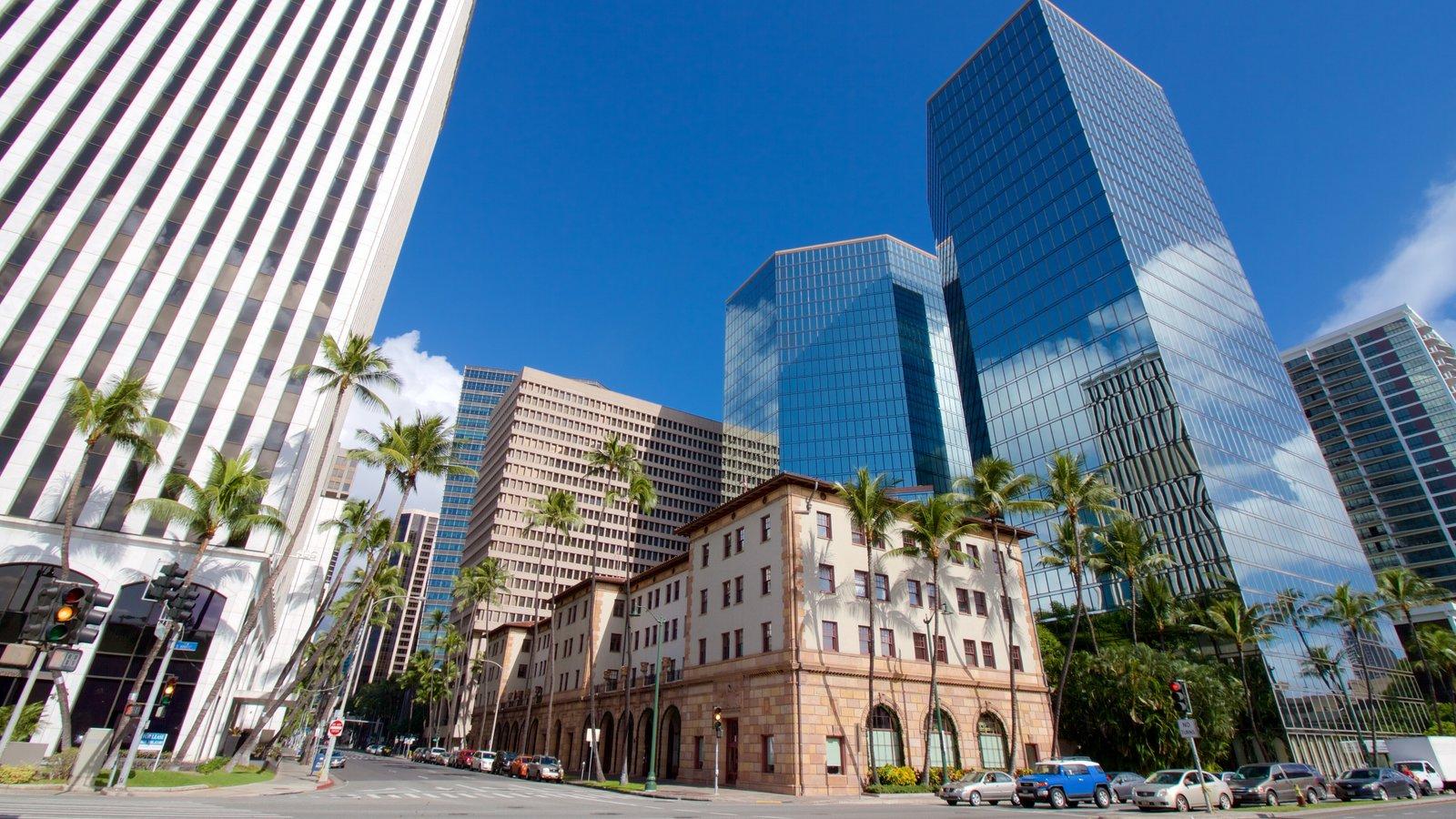 Oahu que inclui linha do horizonte, uma cidade e arquitetura moderna