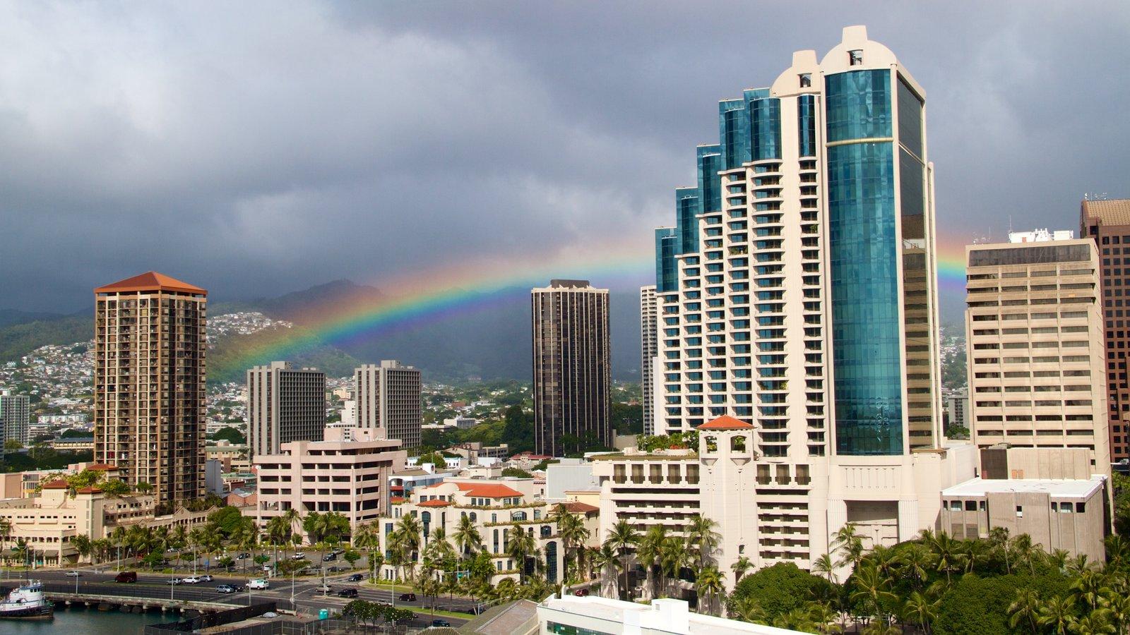 Honolulu mostrando linha do horizonte, uma cidade e arquitetura moderna