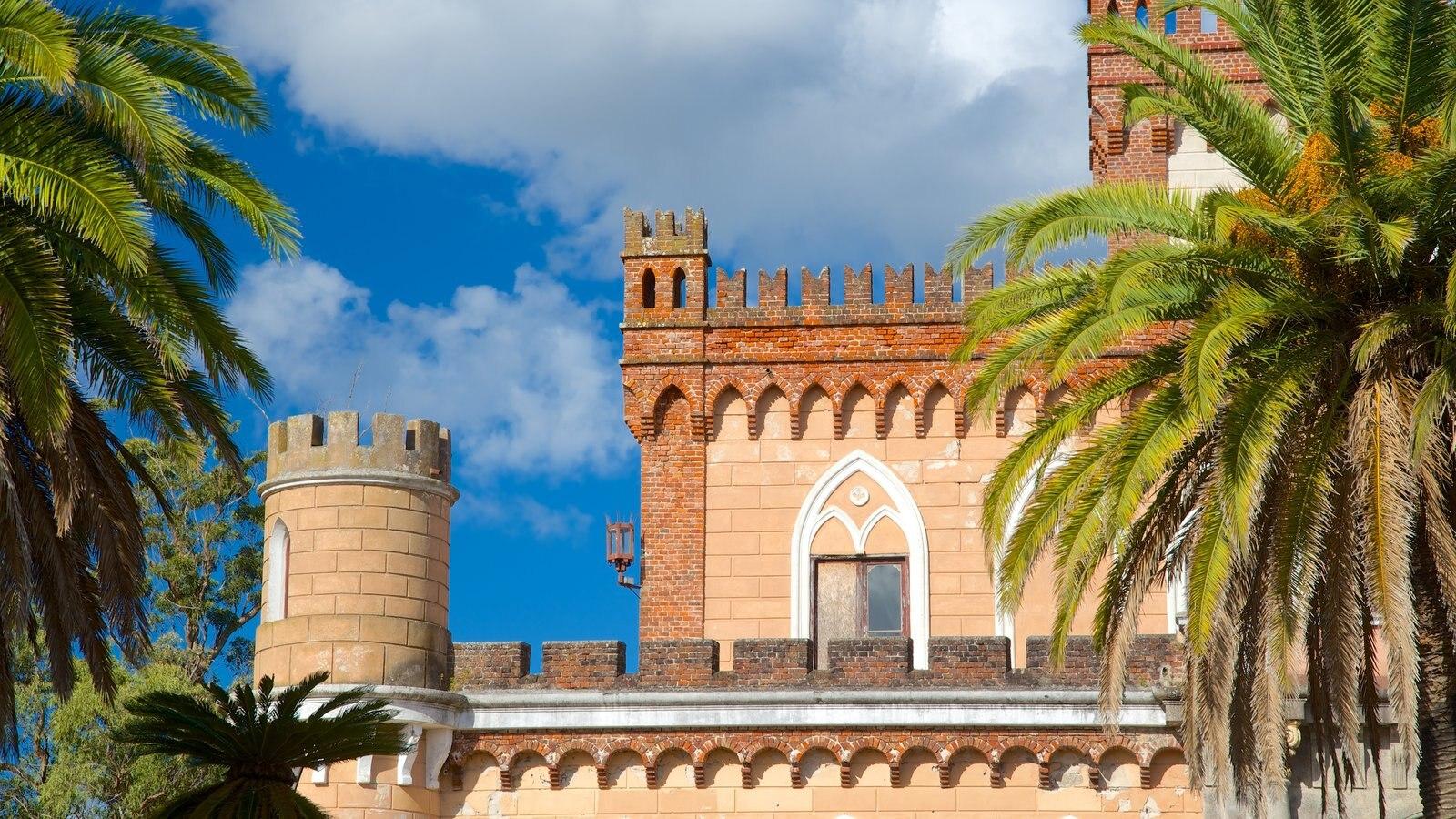 Piriápolis caracterizando arquitetura de patrimônio e um pequeno castelo ou palácio