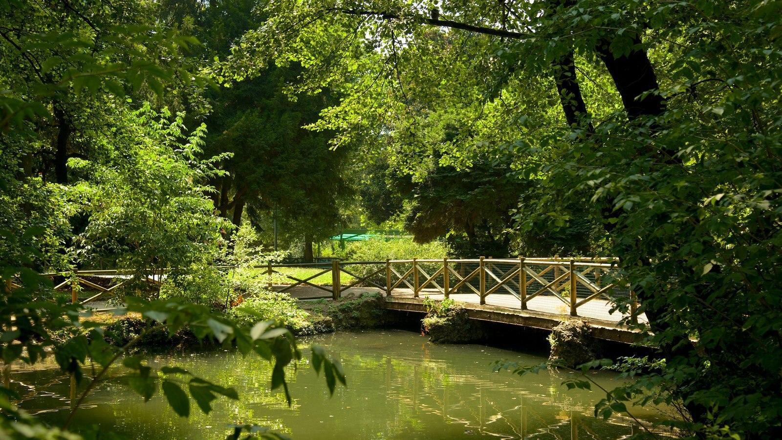 Giardini Pubblici Indro Montanelli ofreciendo un jardín y un estanque