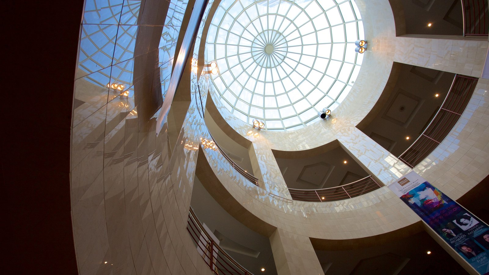 Blumenthal Performing Arts Center caracterizando vistas internas e arquitetura moderna