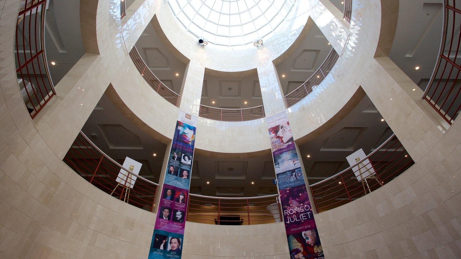 Blumenthal Performing Arts Center mostrando vistas internas e arquitetura moderna