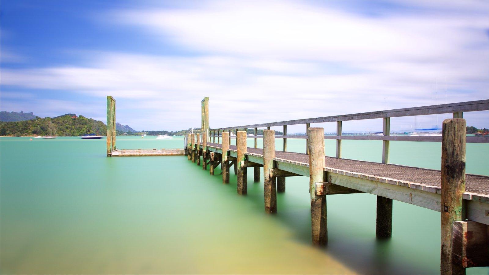 Whangarei Heads mostrando una bahía o puerto
