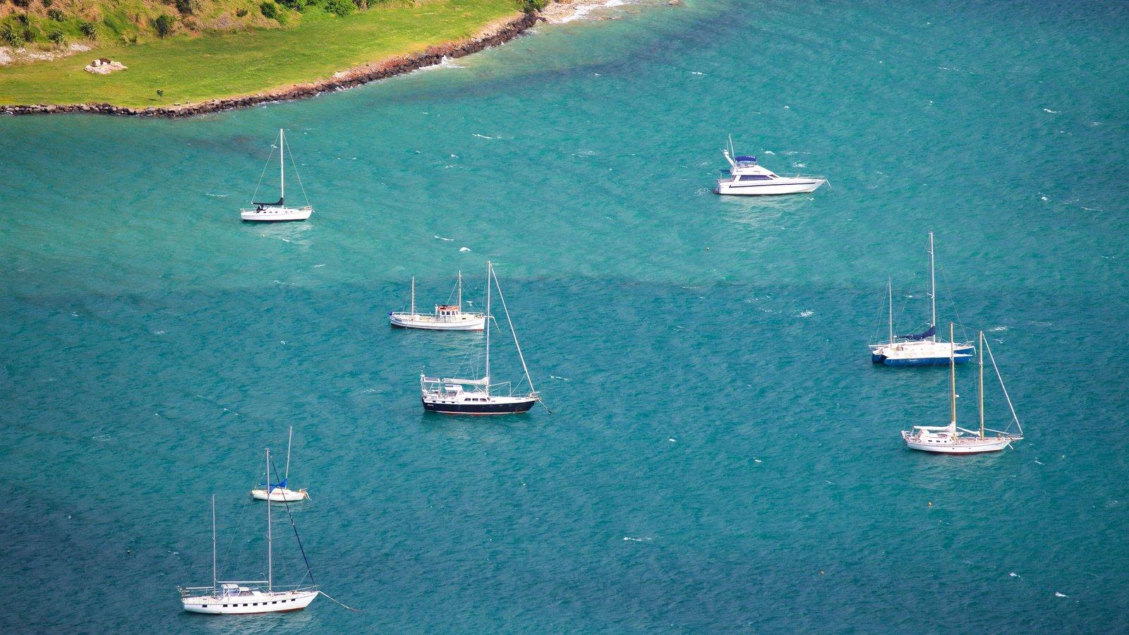 Mount Manaia mostrando una bahía o puerto y navegación