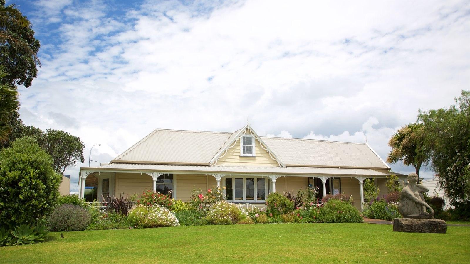 Whangarei ofreciendo patrimonio de arquitectura, un jardín y una casa