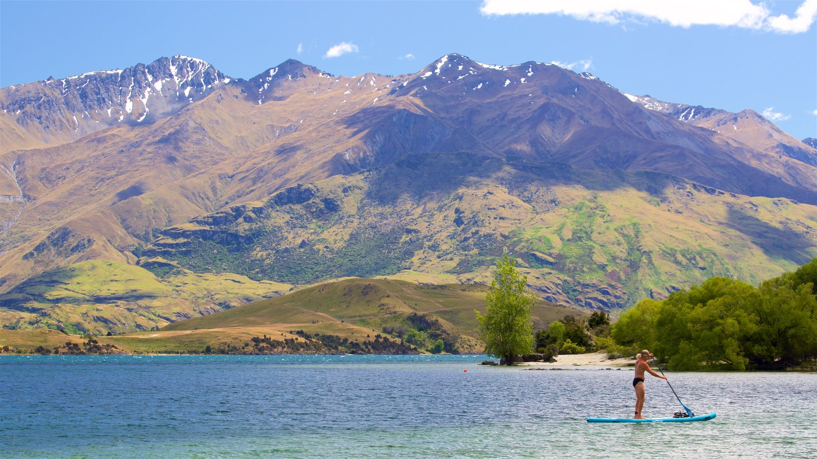 Wanaka which includes mountains, watersports and a lake or waterhole