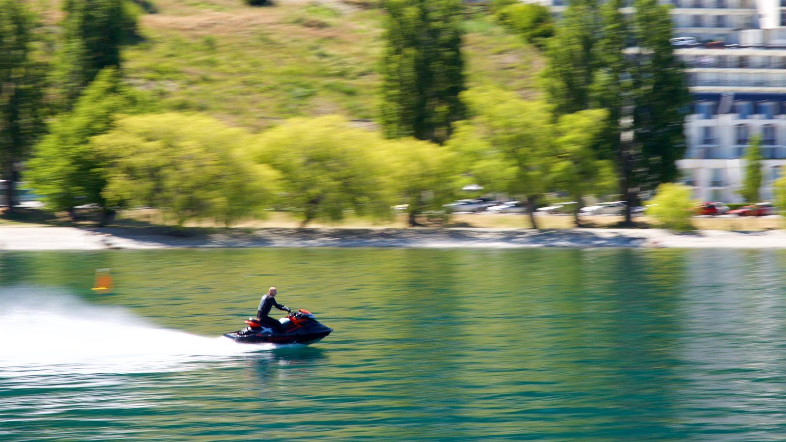 Otago showing a lake or waterhole and jet skiing