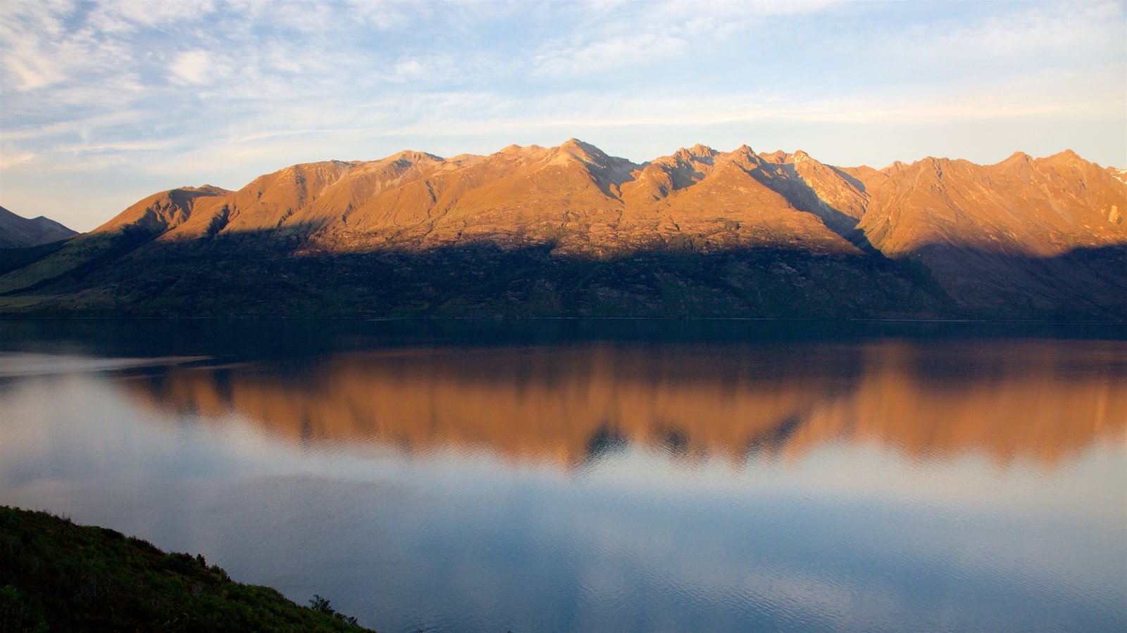 Lake Wakatipu showing a lake or waterhole and mountains