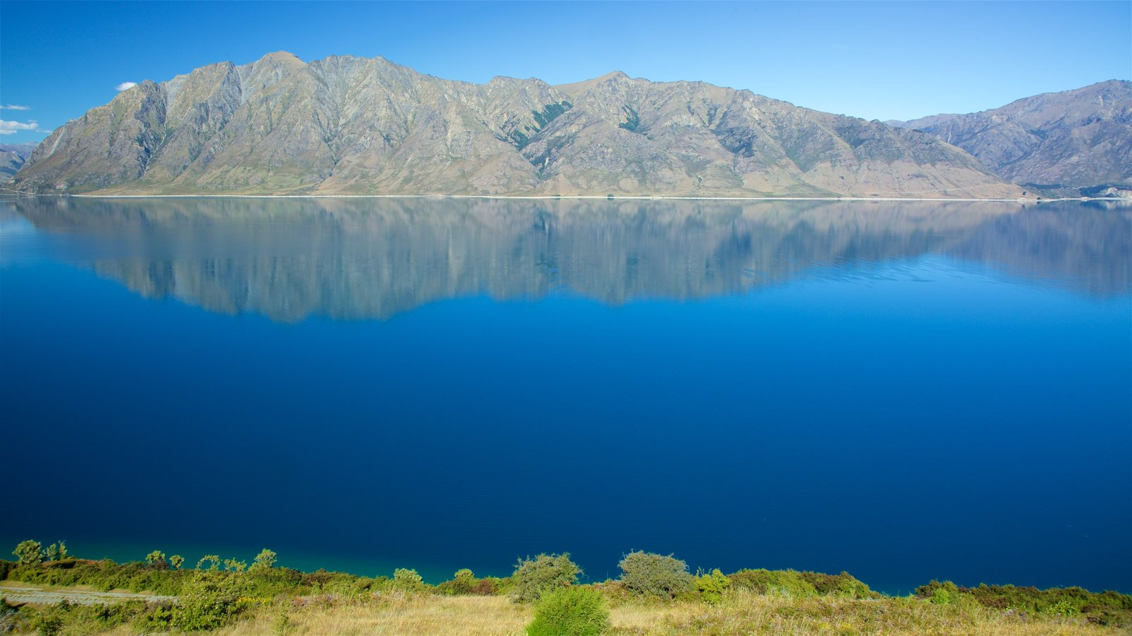 Lake Hawea showing mountains and a lake or waterhole