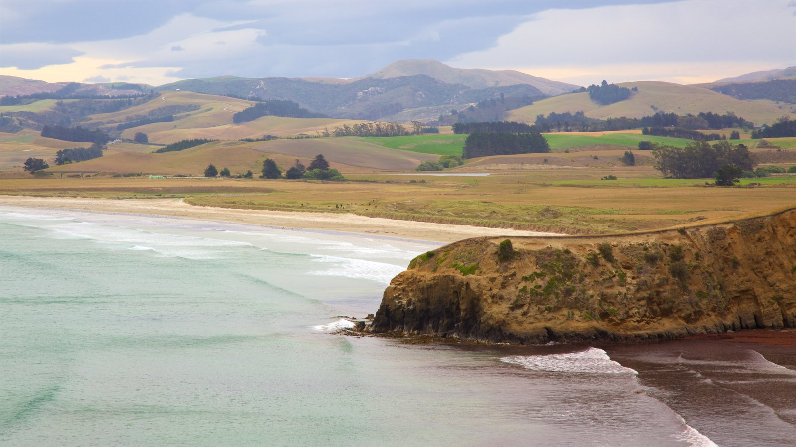 Moeraki Lighthouse showing tranquil scenes, a bay or harbor and a beach
