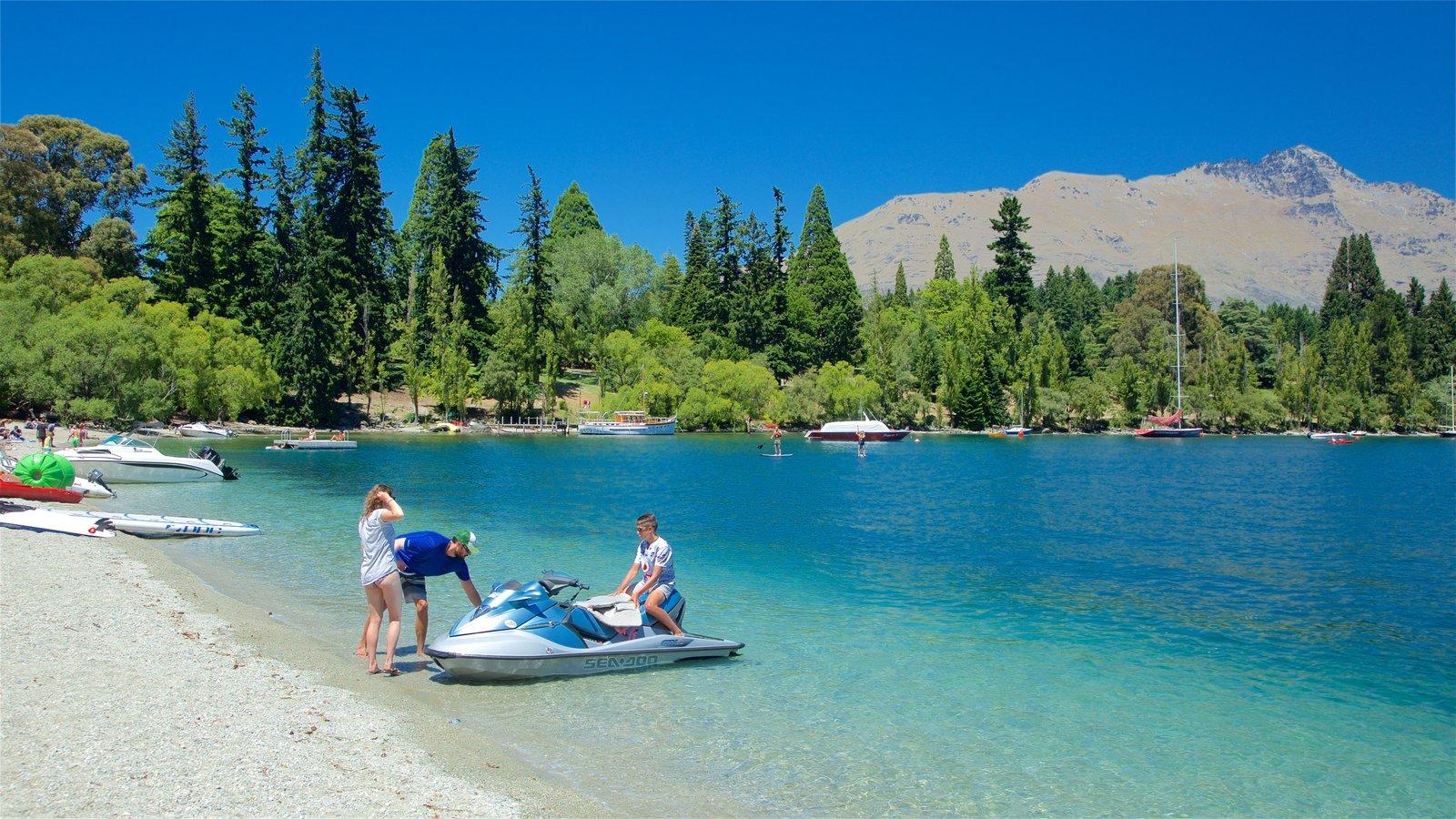 Queenstown Beach showing mountains, a pebble beach and a lake or waterhole