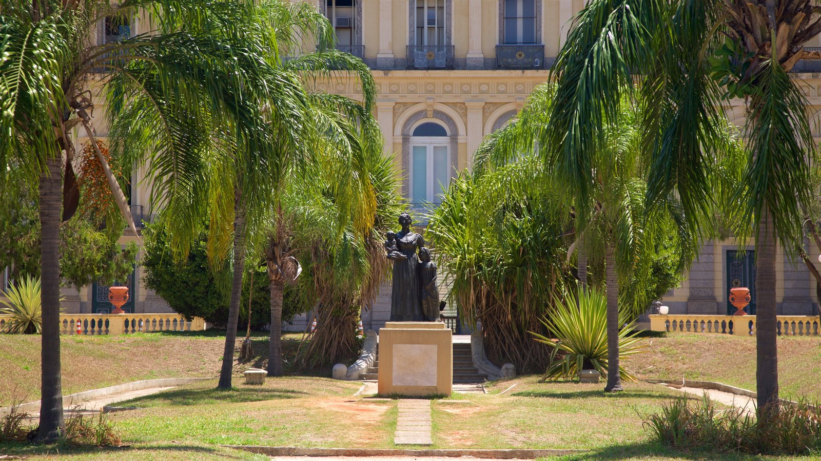 Quinta da Boa Vista mostrando uma estátua ou escultura, um parque e elementos de patrimônio