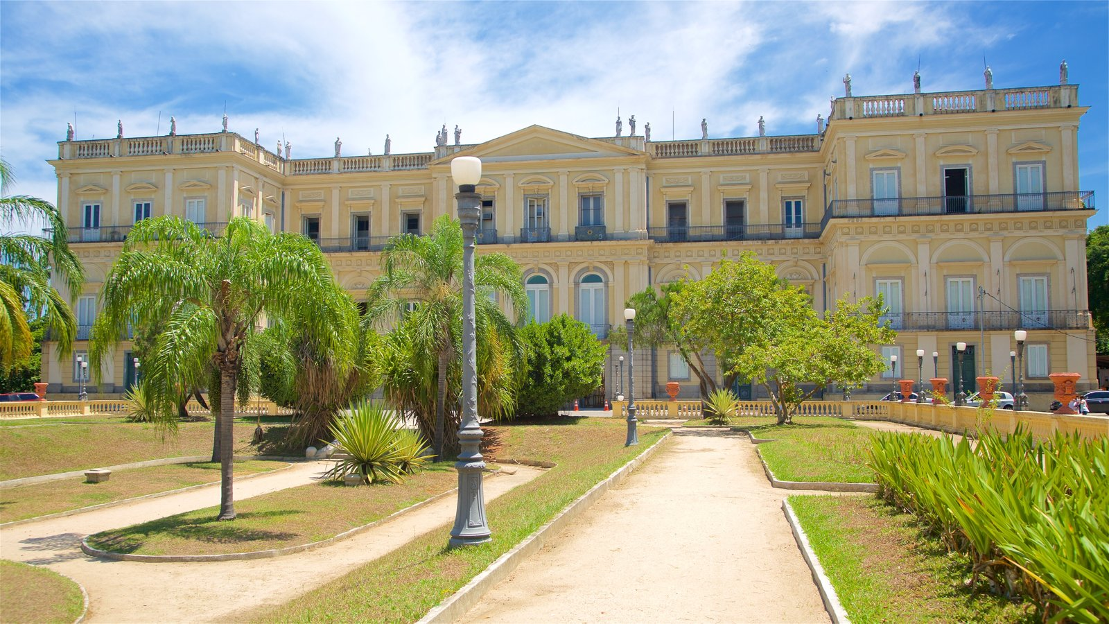 Quinta da Boa Vista que inclui um jardim e arquitetura de patrimônio