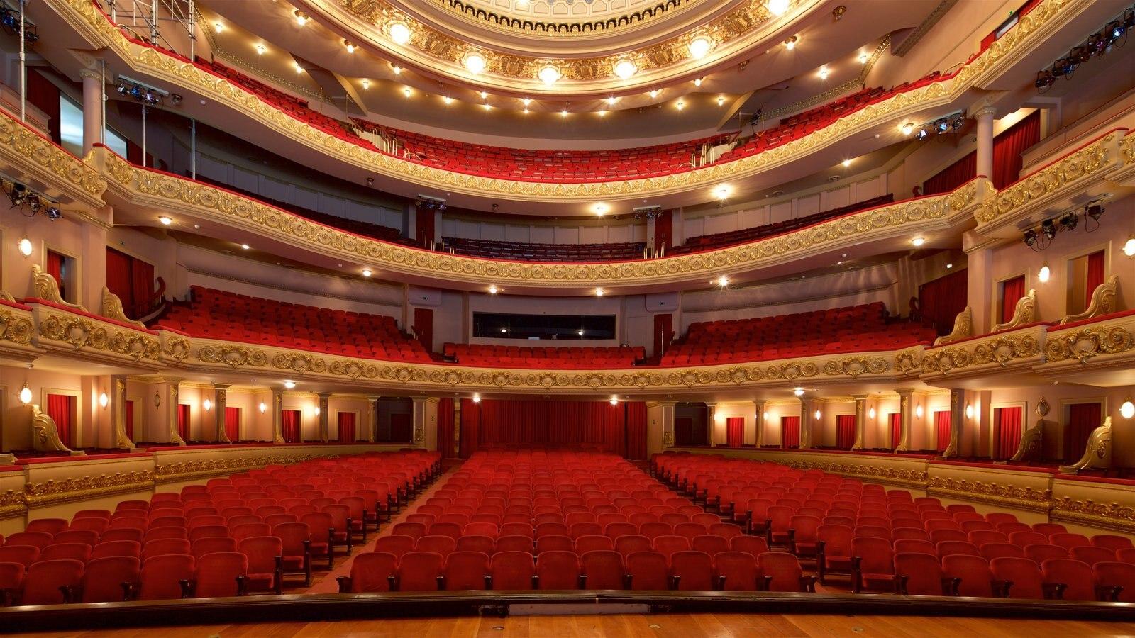 Teatro Municipal mostrando elementos de patrimônio, vistas internas e cenas de teatro