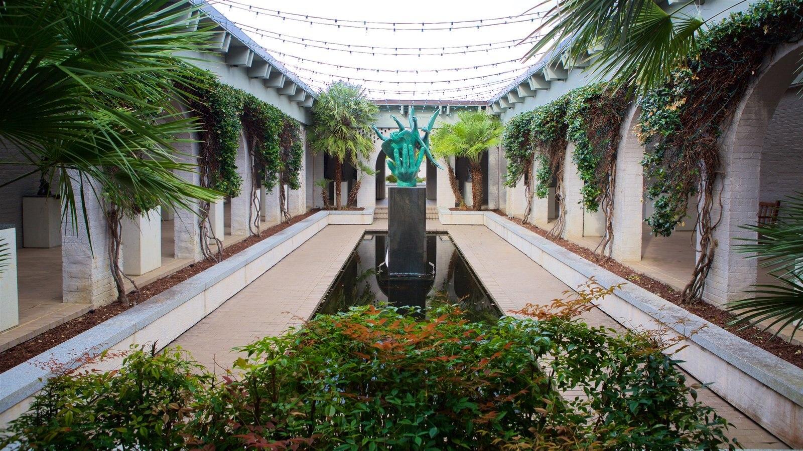 Brookgreen Gardens que inclui arte ao ar livre e um jardim