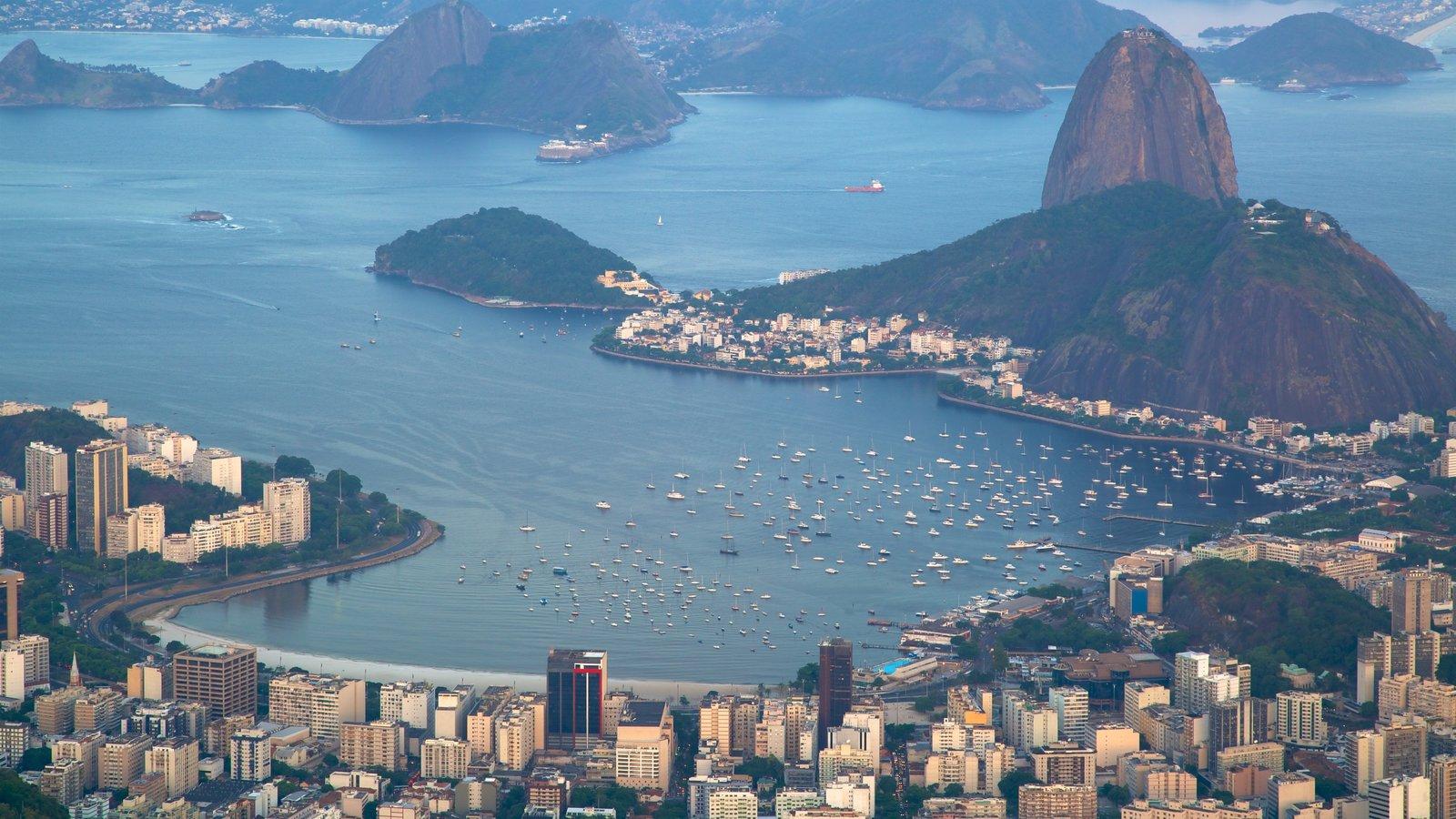 Baía de Guanabara caracterizando uma cidade, paisagem e uma baía ou porto