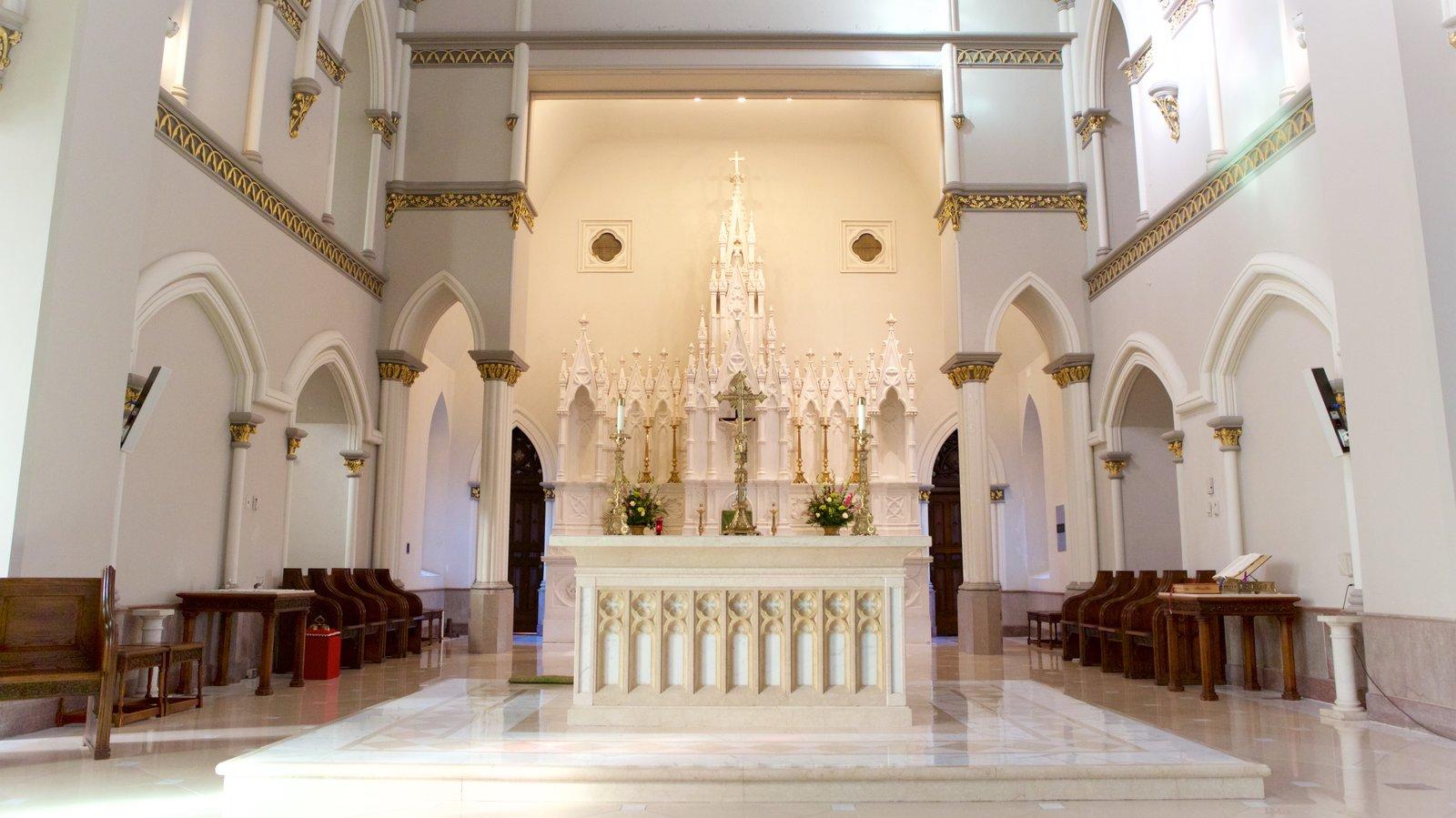 Cathedral of Saint John the Baptist caracterizando uma igreja ou catedral, vistas internas e elementos de patrimônio