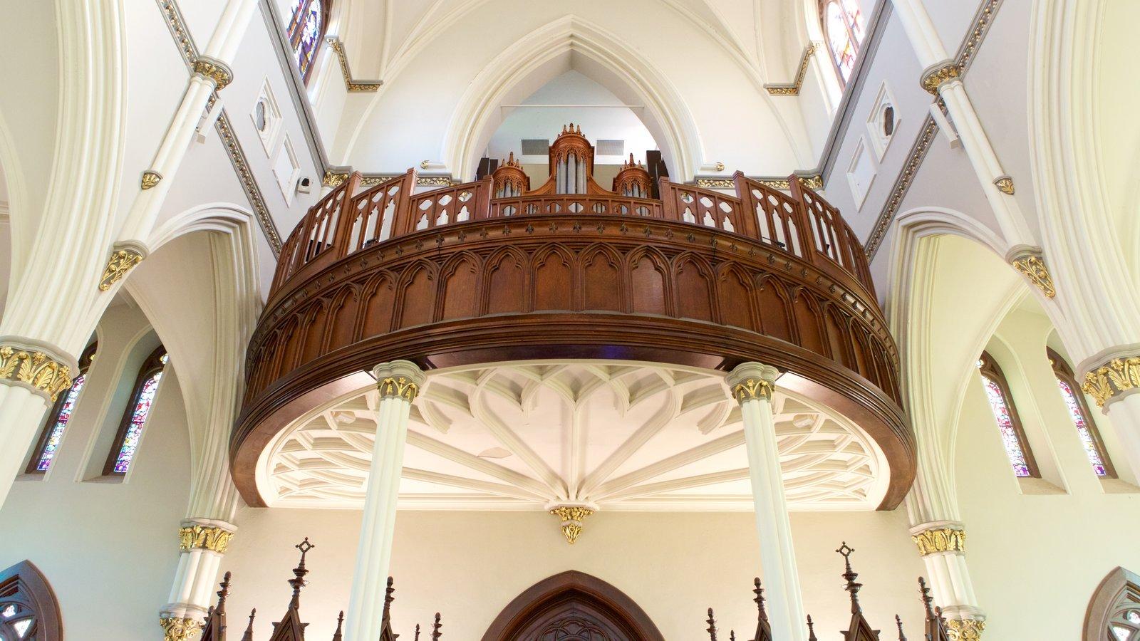 Charleston que inclui vistas internas, uma igreja ou catedral e elementos de patrimônio