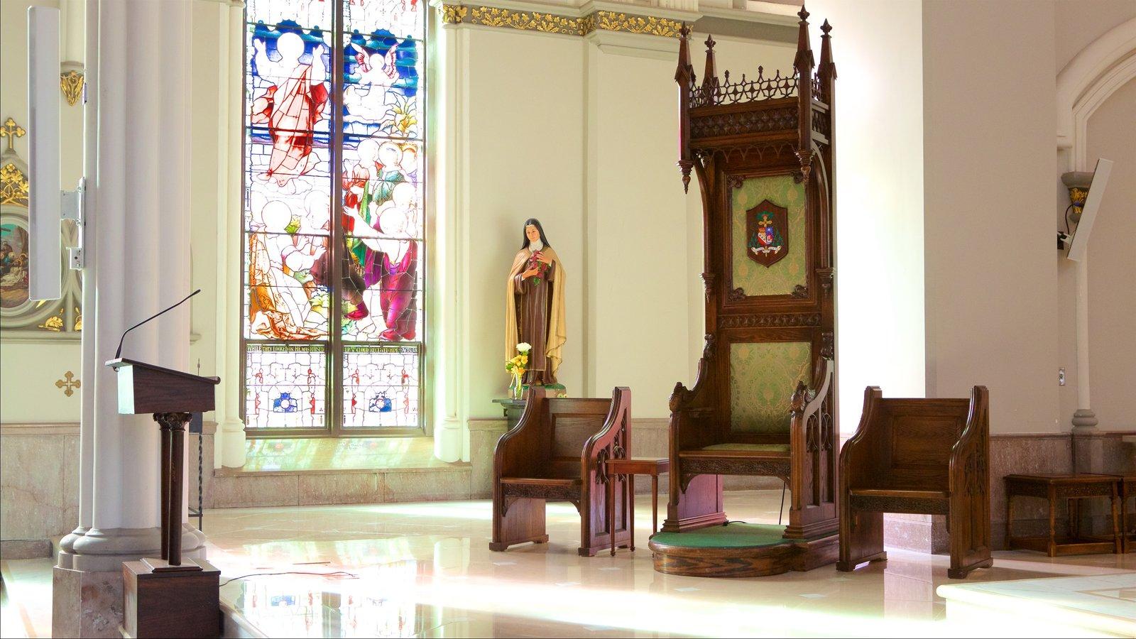 Charleston mostrando elementos de patrimônio, uma igreja ou catedral e vistas internas
