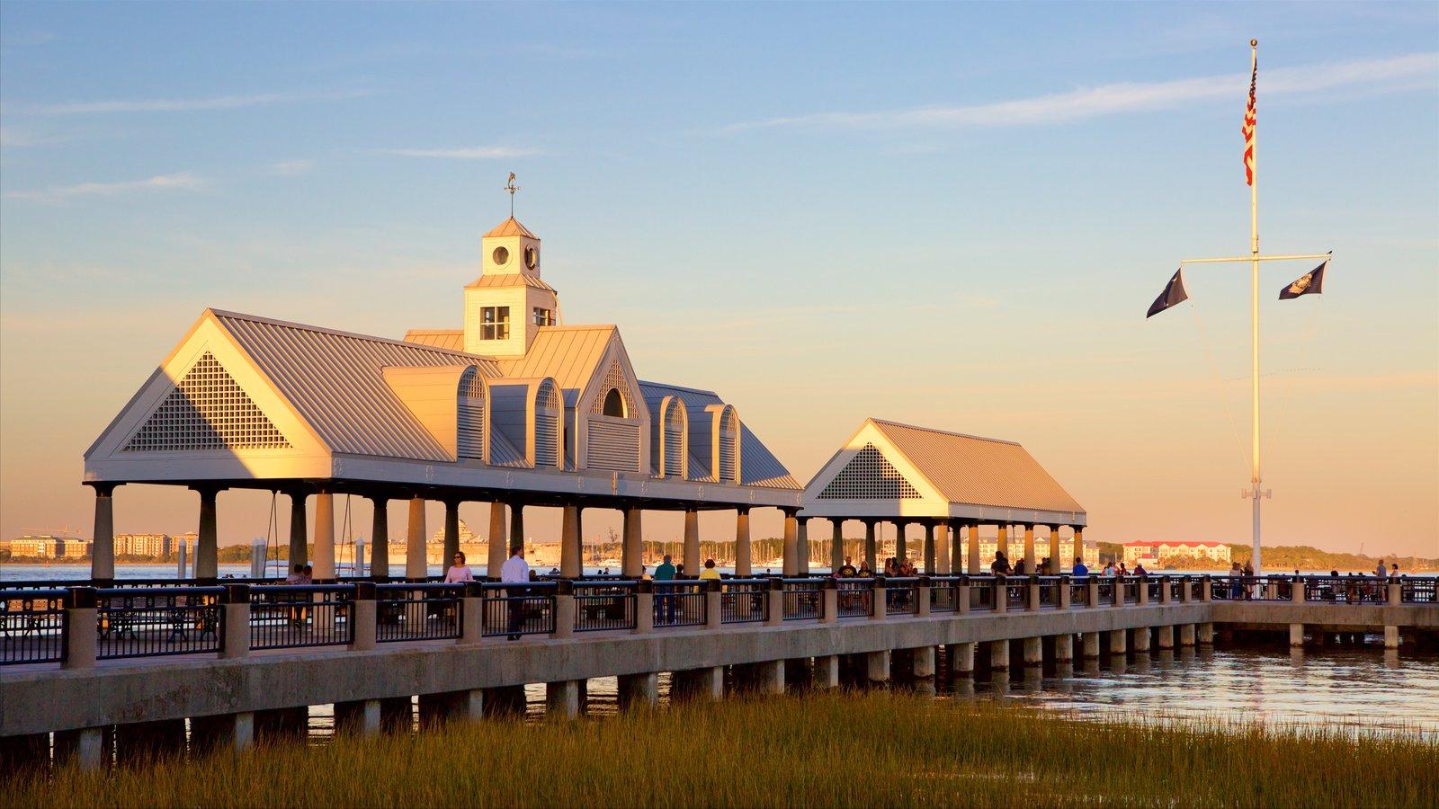 Charleston caracterizando um pôr do sol e paisagens litorâneas