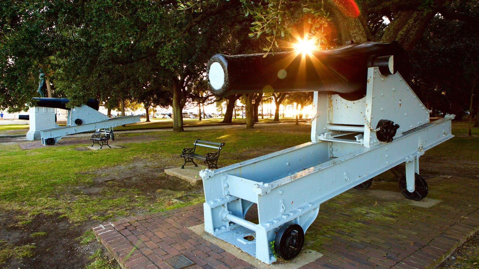 White Point Gardens caracterizando itens militares, um parque e elementos de patrimônio