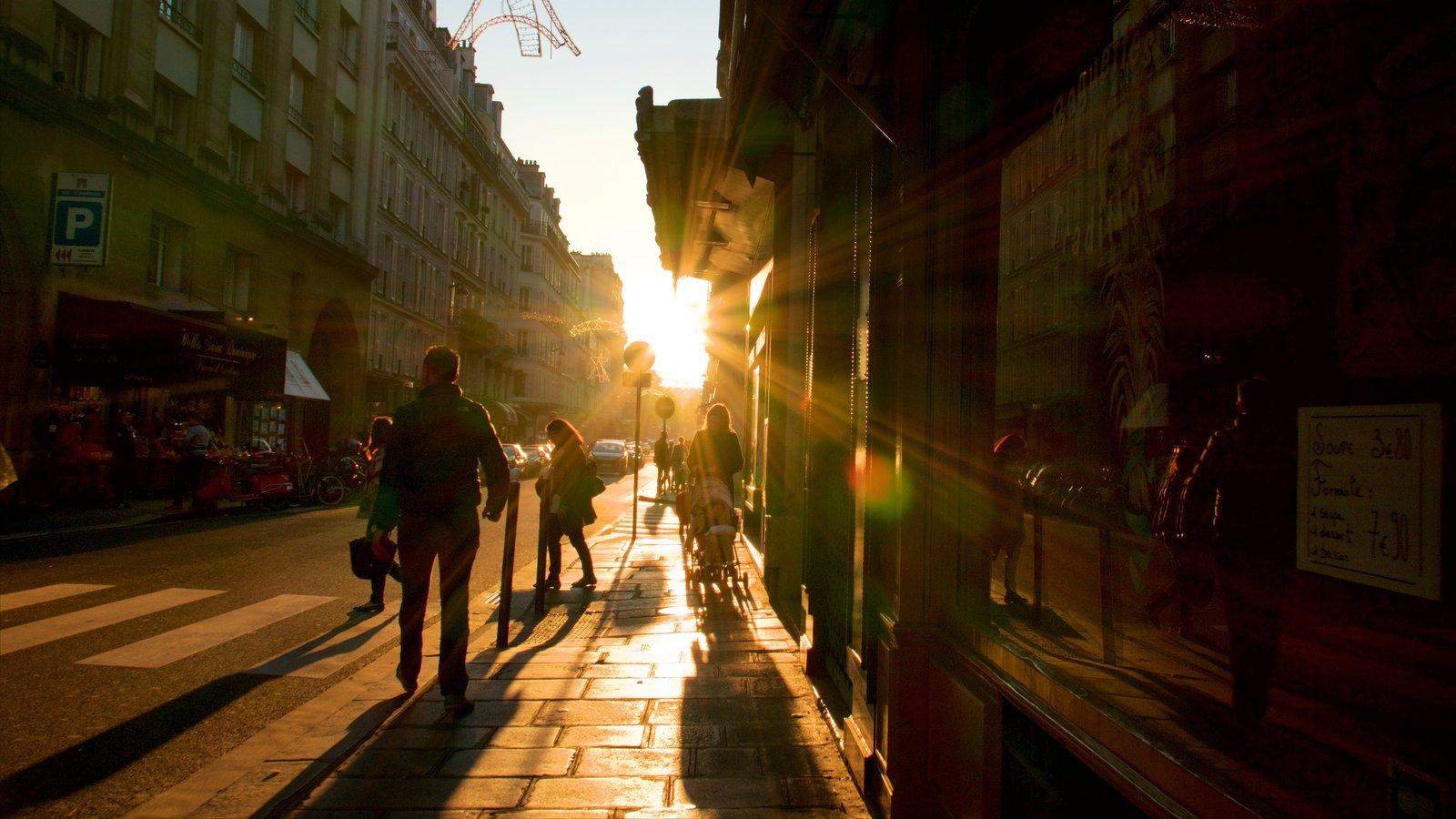 7º Arrondissement caracterizando cenas de rua, um pôr do sol e uma cidade