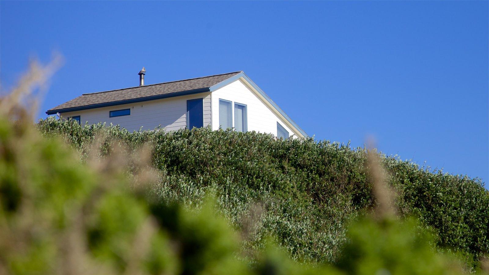 Bandon Beach que inclui paisagens litorâneas e uma casa