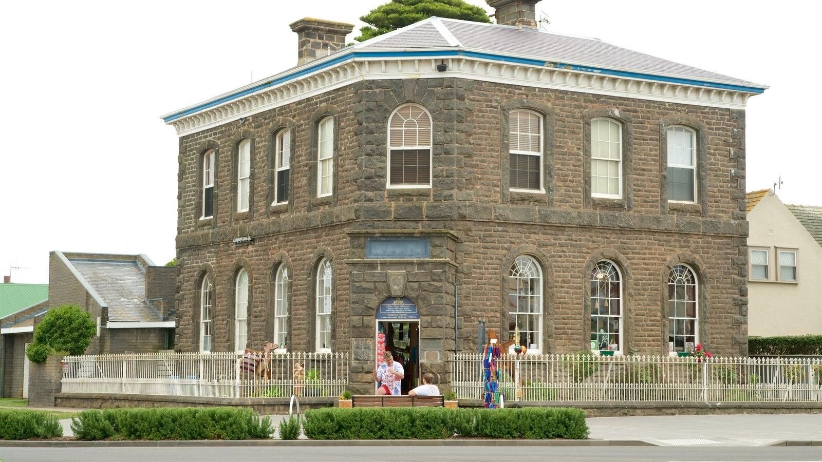 Port Fairy que inclui arquitetura de patrimônio, uma casa e cenas de rua