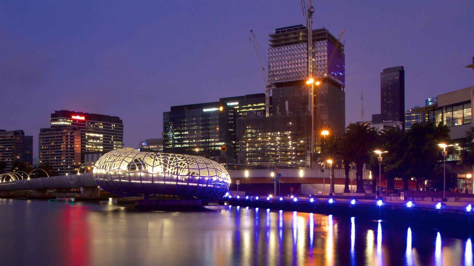 Docklands que incluye un río o arroyo y distrito financiero central