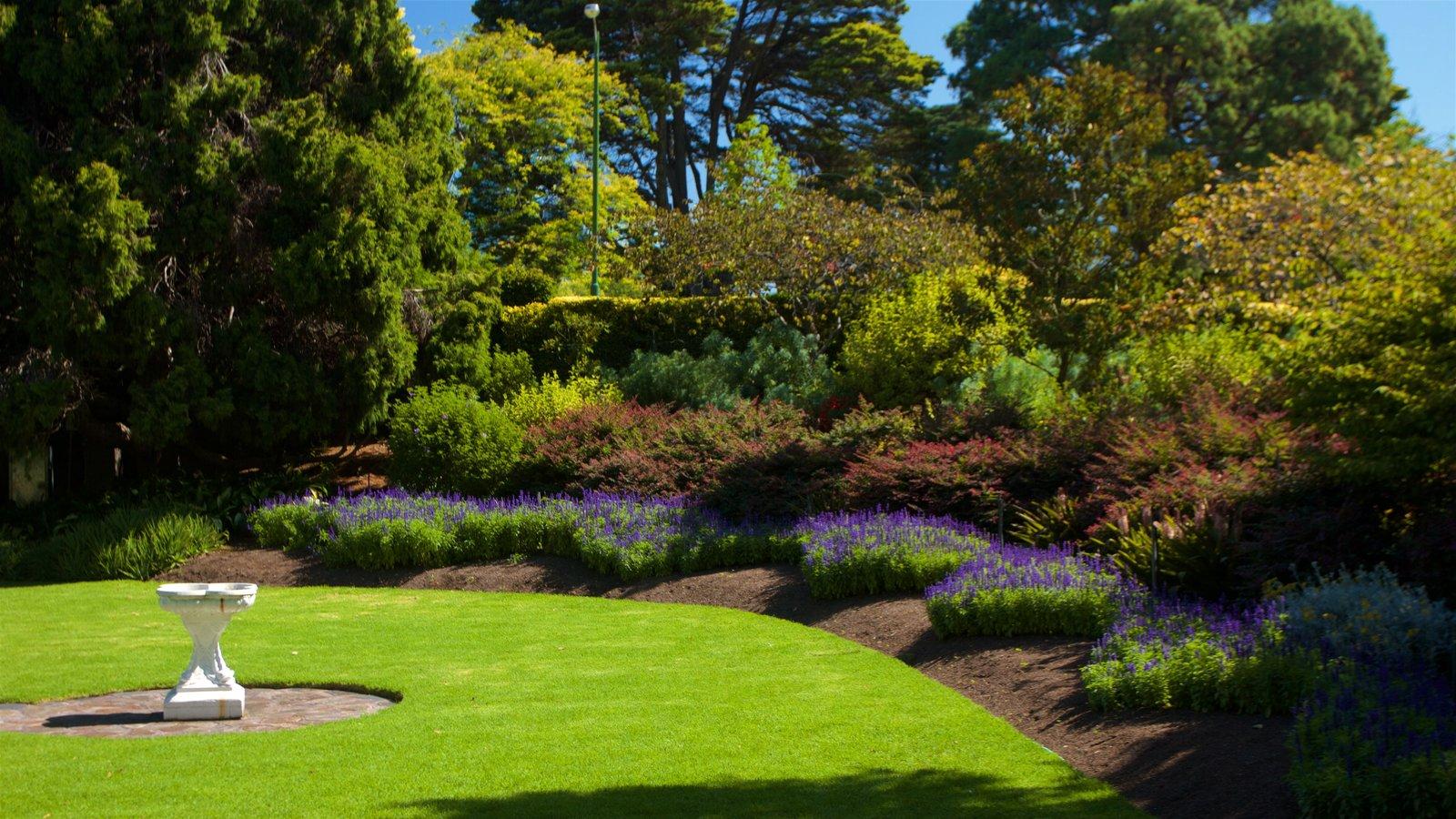 Royal Botanic Gardens Which Includes A Garden