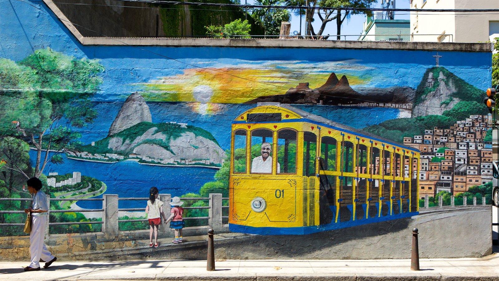 Santa Teresa caracterizando arte ao ar livre