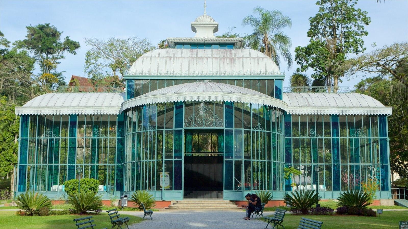 Palácio de Cristal que inclui um jardim e arquitetura moderna