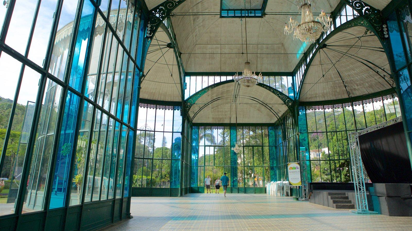 Palácio de Cristal mostrando vistas internas e arquitetura moderna