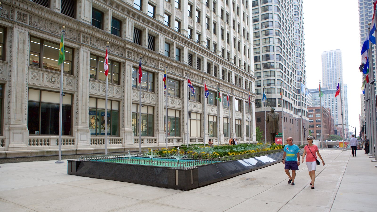 Magnificent Mile - River North showing a square or plaza