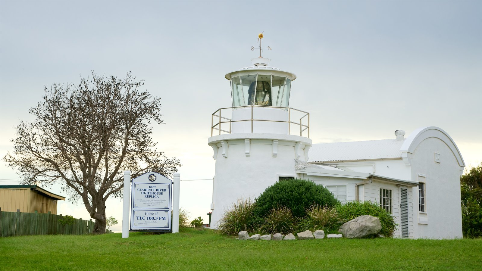 Lighthouse Pictures: View Images of Yamba