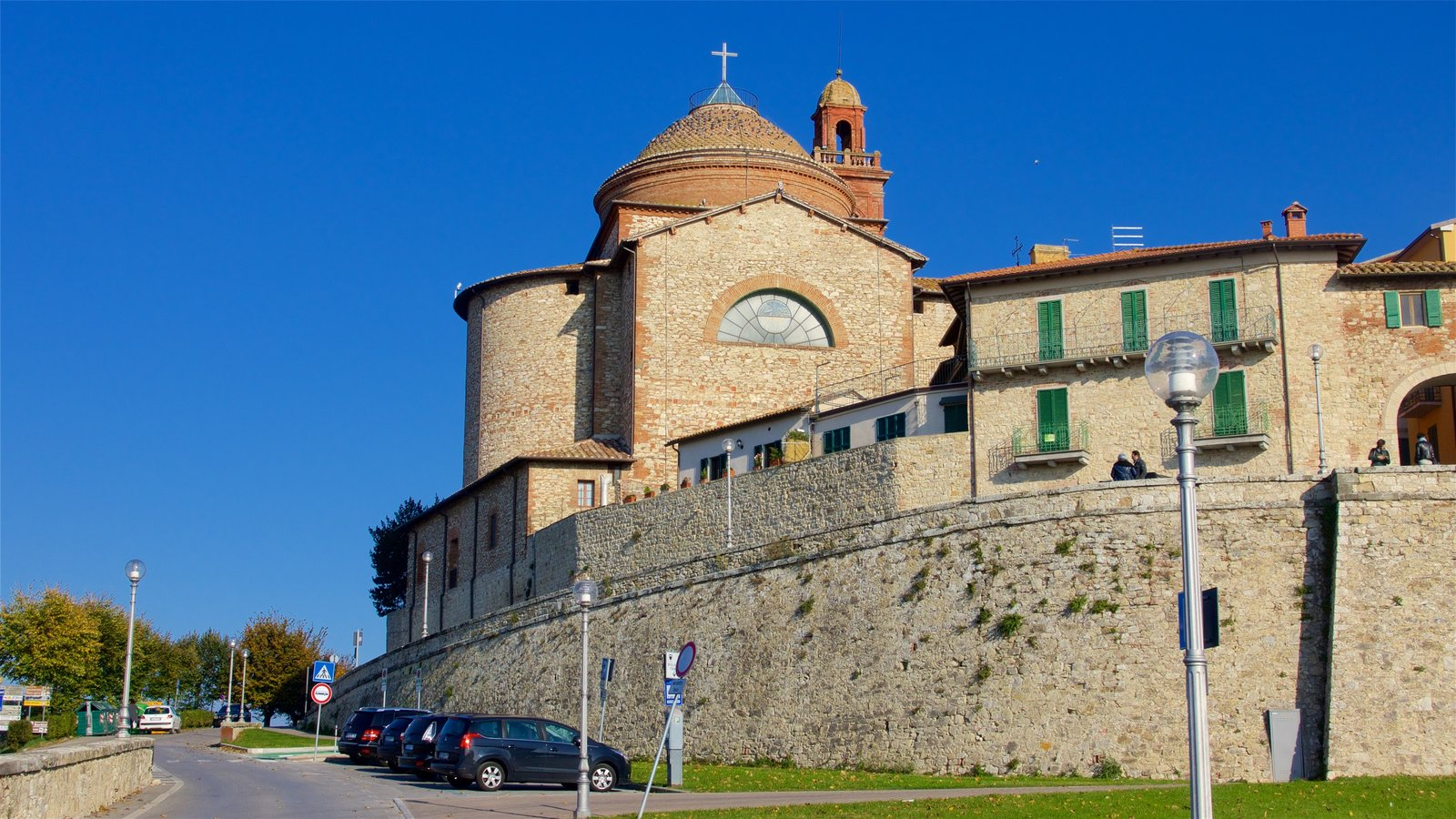 Castiglione del Lago featuring a church or cathedral
