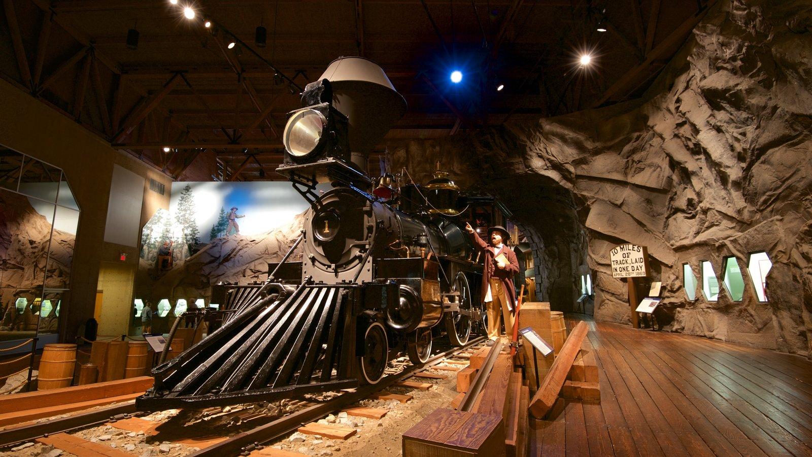 California State Railroad Museum mostrando vistas internas