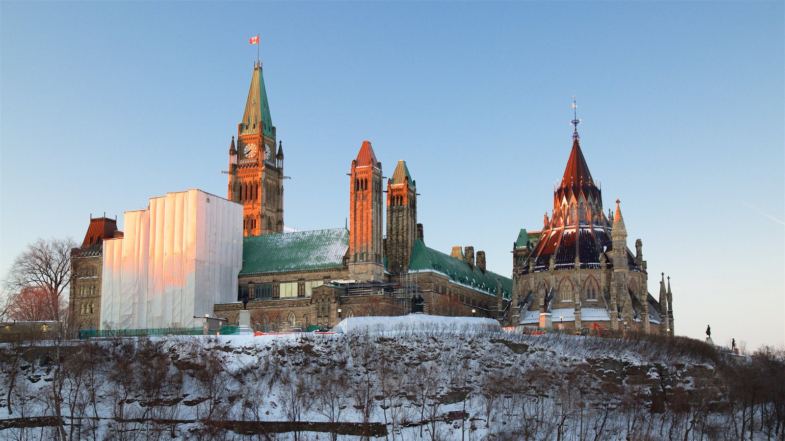 Parliament Hill showing snow and a castle