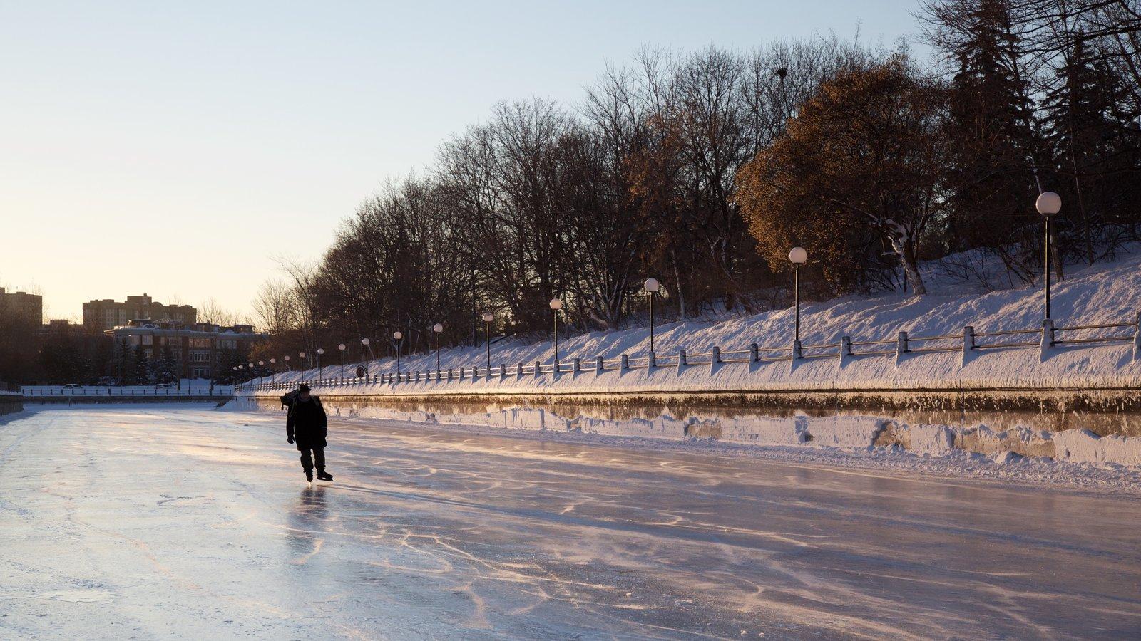 Rideau Canal mostrando patinação no gelo e neve